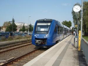 Die neuen blau-weißen Triebzüge der vlexx kommen bereits einen Monat vor der Betriebsaufnahme zum Einsatz